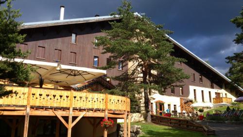 Logis Hôtel - Domaine de l'Adoux : Hotel near Rochebrune