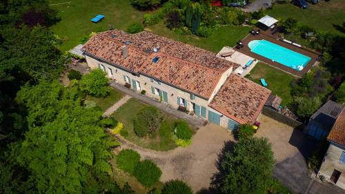 Gite la Maison de la Pimpine Lignan de Bordeaux : Guest accommodation near Beychac-et-Caillau