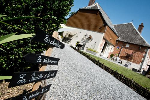 La Feuille d' Acanthe : Bed and Breakfast near Hary