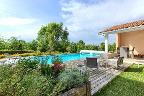 La libellule brédoise : Bed and Breakfast near Saint-Michel-de-Rieufret