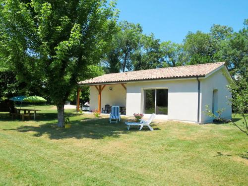 Ferienhaus Civrac-en-Medoc 110S : Guest accommodation near Saint-Christoly-Médoc