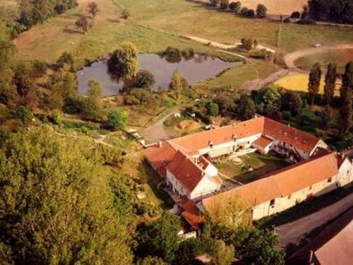 La Ferme des Moulineaux : Bed and Breakfast near Villepreux