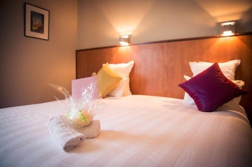 Best Western Plus Le Canard sur le Toit : Hotel near Bellegarde-Sainte-Marie