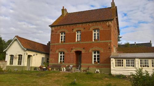 Le presbytère de Fressin : Guest accommodation near Siracourt