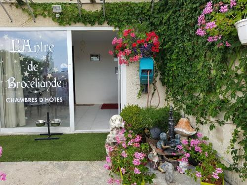 L'Antre de Broceliande : Bed and Breakfast near Saint-Aubin-de-Terregatte