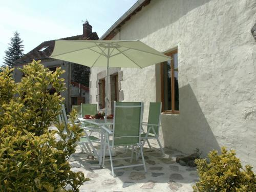 Les Chambres d'Helix : Bed and Breakfast near Saint-Silvain-sous-Toulx