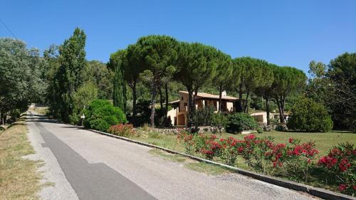 Le Broussan : Guest accommodation near Évenos
