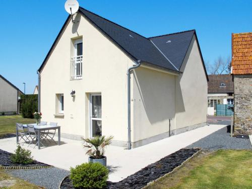 Ferienhaus Creances 404S : Guest accommodation near Neufmesnil