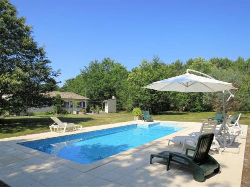 Ferienhaus mit Pool Hopital 100S : Guest accommodation near Vendays-Montalivet