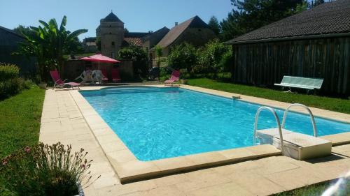 Ferienhaus mit Pool Nuzejouls 400S : Guest accommodation near Montamel