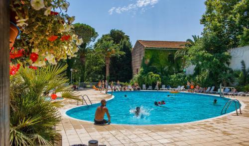 Résidence Le Mas Blanc by Popinns : Guest accommodation near Corneilla-del-Vercol