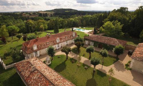 Chartreuse Le Logis La Montagne : Bed and Breakfast near La Chapelle-Grésignac