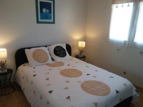 Caroline : Apartment near Samognat