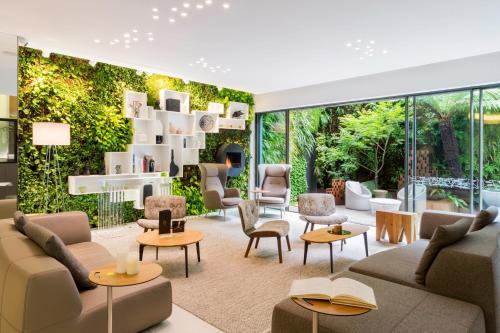 hotel rennes hotels near rennes 35000 or 35700 or 35200. Black Bedroom Furniture Sets. Home Design Ideas
