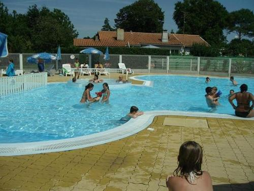 Camping Les Pins : Guest accommodation near Carcans