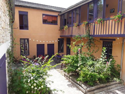 Chambres d'hotes Les Coutas : Bed and Breakfast near Mailly-le-Château