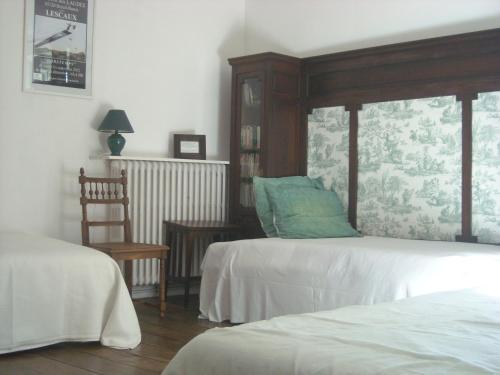 La Tour des Laudes : Bed and Breakfast near Puihardy