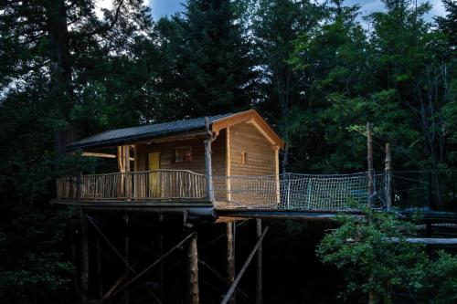 Les Insolites de la Font Vineuse : Guest accommodation near Oze