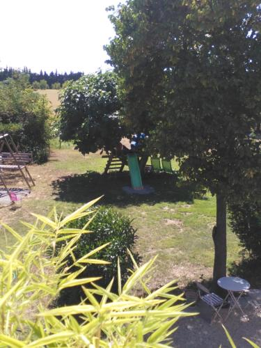 Aora : Bed and Breakfast near Bernis