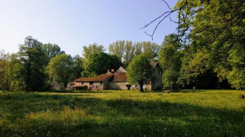 Le Moulin des Valignards : Bed and Breakfast near Saint-Gal-sur-Sioule