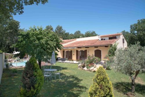 Mas Des Sentes : Guest accommodation near Saint-Zacharie