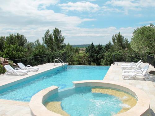Ferienhaus mit Pool Saint Hilaire d'Ozilhan 100S : Guest accommodation near Saint-Hilaire-d'Ozilhan