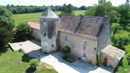 B&B Château de Pernan : Bed and Breakfast near Jazennes