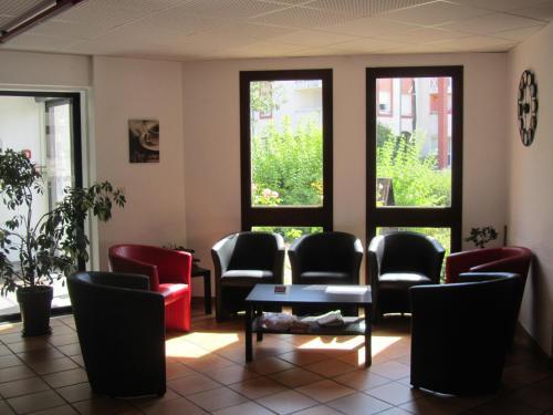 Hôtel - Restaurant Le Saint Joseph : Hotel near Le Quartier