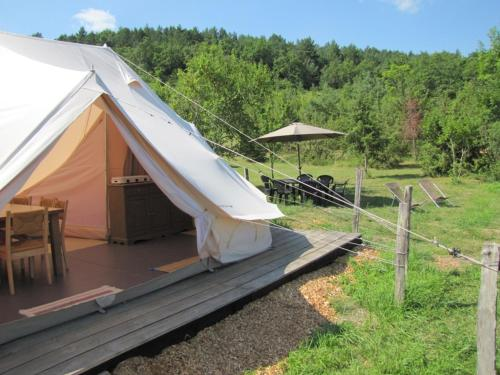 Camping des vignes : Guest accommodation near Limbrassac
