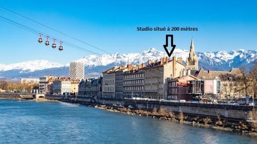 Studio Bastille, au coeur des rues pietonnes : Apartment near La Tronche