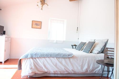 La Chambre 21, Entrevaux en Provence, proche de Nice : Bed and Breakfast near La Rochette