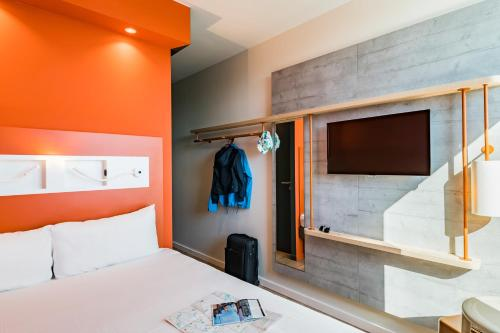 ibis budget Amiens Centre Gare : Hotel near Baizieux