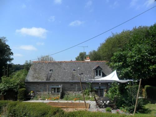 Brittany Le Bonbois & Garage : Guest accommodation near Cléguérec