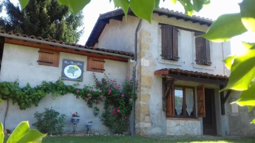La Grange : Guest accommodation near Arnaud-Guilhem