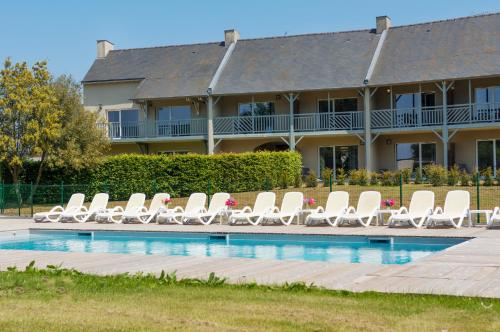 Saint Malo Golf Resort : Hotel near Plerguer