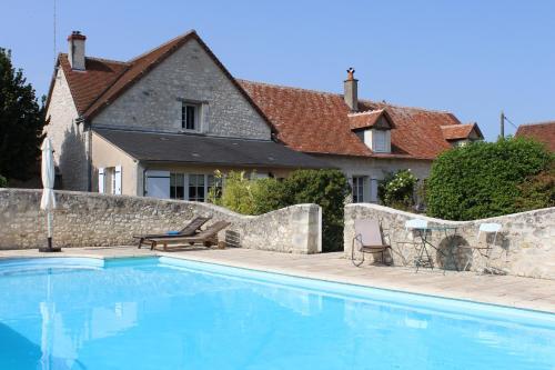 Chambres Les Hirondelles : Bed and Breakfast near Dangé-Saint-Romain