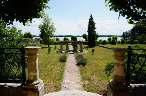 Villa Bacchus : Guest accommodation near Saint-Genès-de-Blaye
