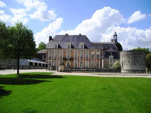Le Château D'Etoges - Les Collectionneurs : Hotel near Vert-Toulon
