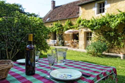 Les Cours : Guest accommodation near Sainpuits