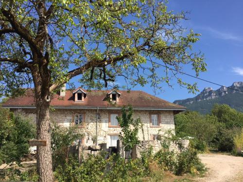 La bâtisse des lacs : Guest accommodation near Yenne