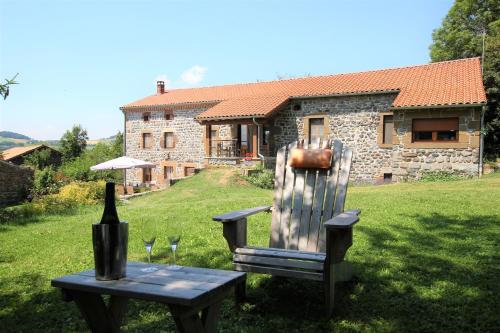 Le clos des pierres rouges : Bed and Breakfast near Sainte-Eulalie