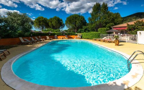 Logis La Grande Bastide : Hotel near Puimichel