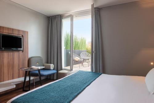 Hotel Atrium : Hotel near Suresnes