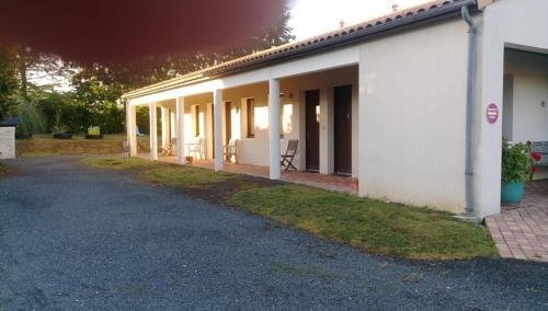 Motel La Fleur : Hotel near Clussais-la-Pommeraie
