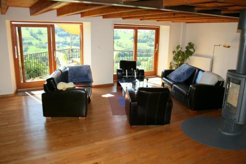 La Grange - Gite Mur de Barrez : Guest accommodation near Espinasse