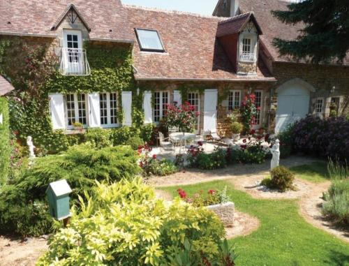 Le Haut Montrayé : Bed and Breakfast near Champfleur
