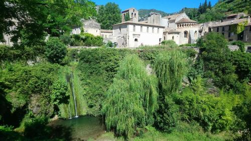 Gîte de La Tour : Bed and Breakfast near Saint-Guilhem-le-Désert