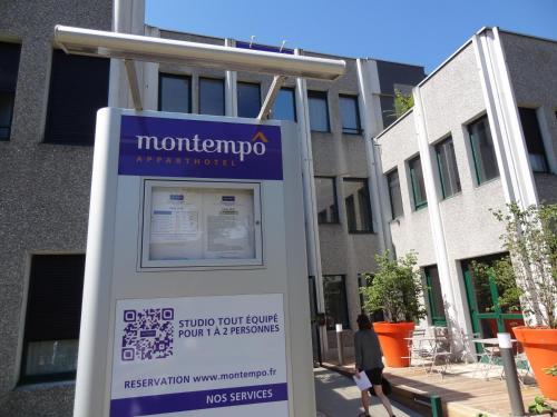 Montempô apparthotel Lyon : Guest accommodation near Saint-Symphorien-d'Ozon