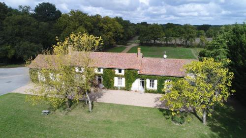 La Maison des Colverts : Guest accommodation near Luzay