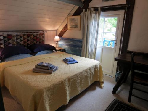 Le Chant Des Fees : Bed and Breakfast near Résenlieu